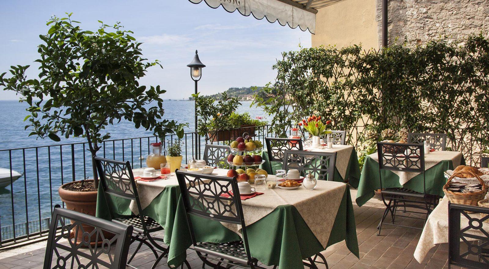 colazione in terrazza hotel Bartabel