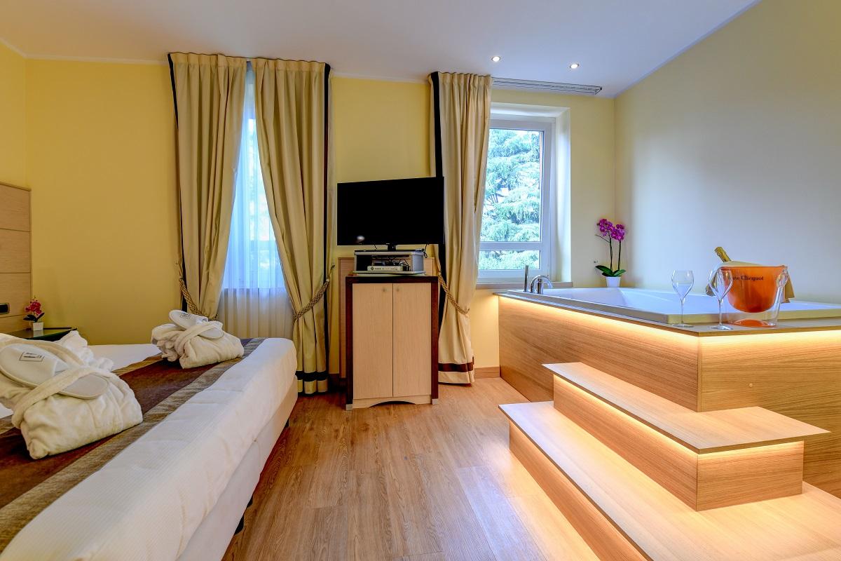 Hotel Master, Brescia