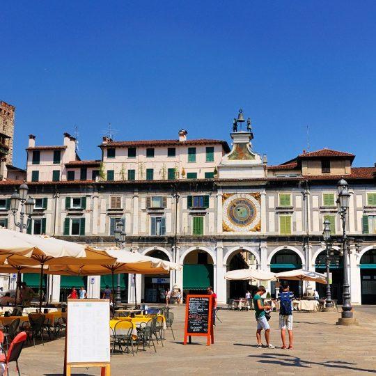 Brescia, Piazza Loggia e i portici