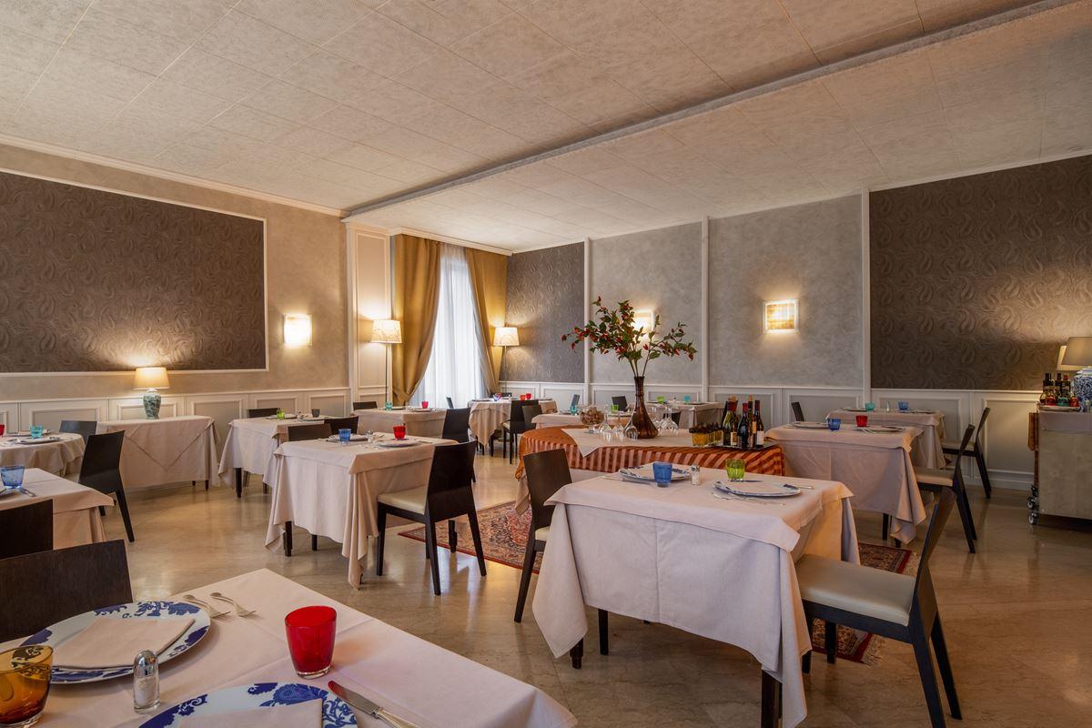 Hotel Ambasciatori, ristorante