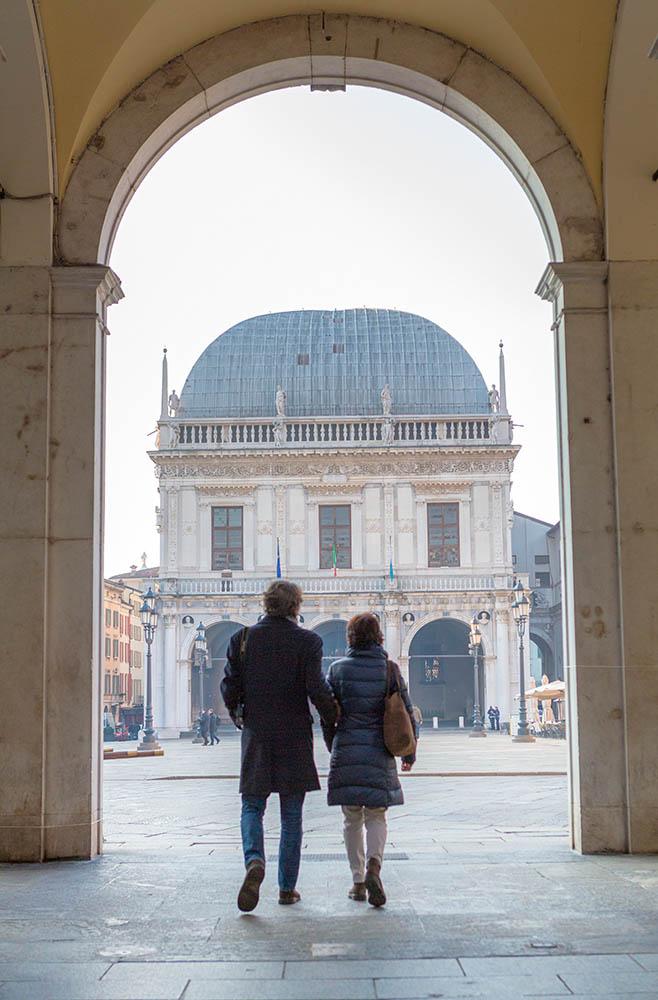Piazza della Loggia a Brescia, weekend romantico