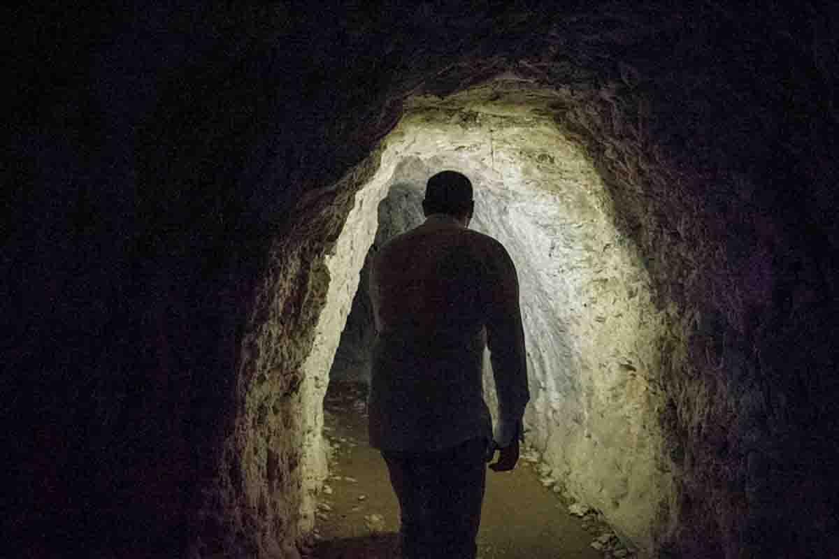 """Tunnel di collegamento nella località """"Covoli"""", Valle delle Cartiere"""