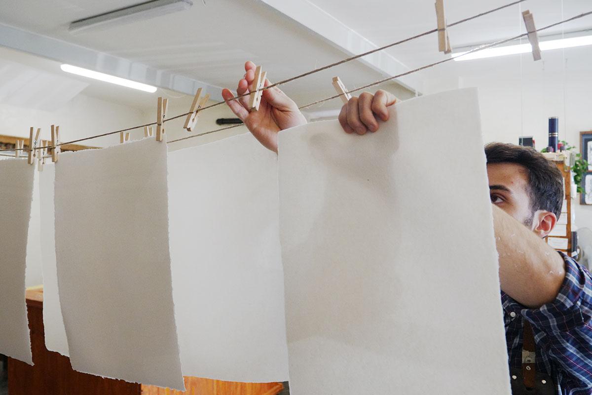 Toscolano 1381 Asciugatura tradizionale dei fogli di carta artigianale