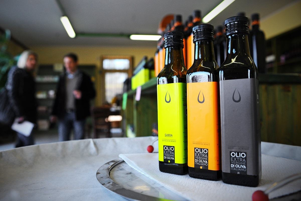 bottiglie di olio cooperativa san felice del benaco