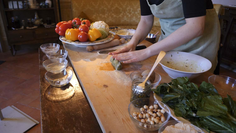 Preparazione dei casoncelli pasta ripiena tipica bresciana