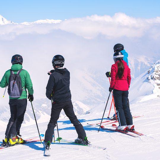 Sciatori sul ghiacciaio presena