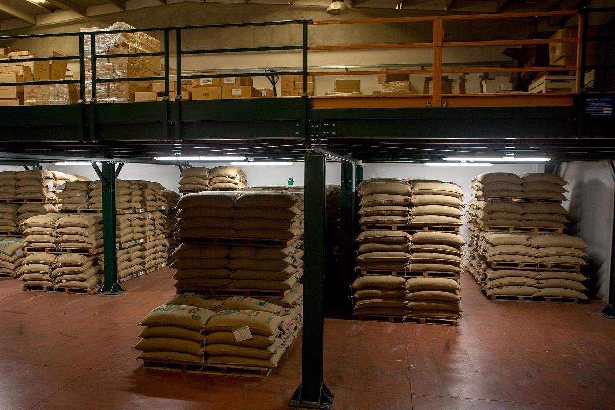 sacchi di caffè Agust in magazzino