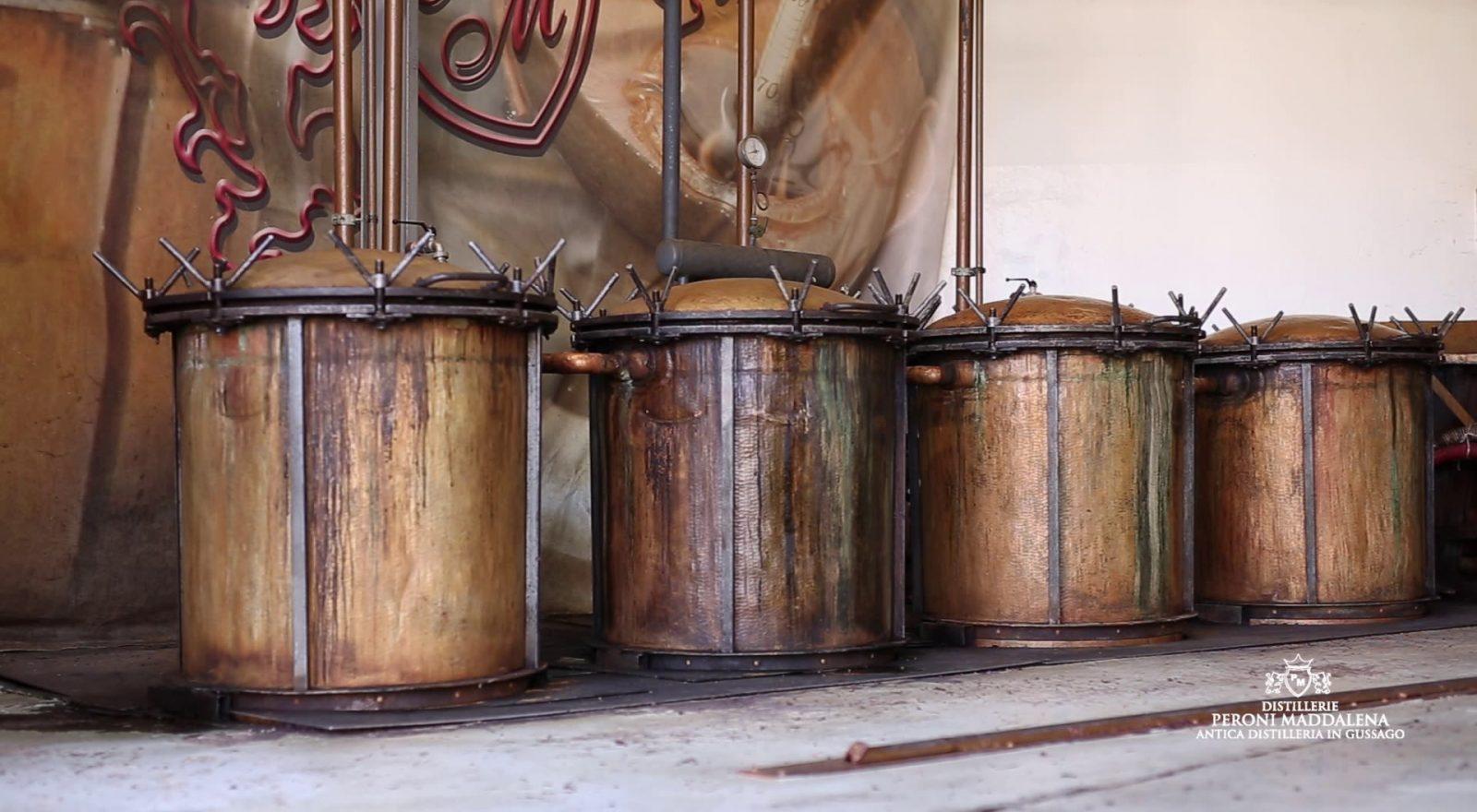 Lavorazione della Distilleria Peroni a Gussago