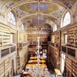 biblioteca queriniana - sala centrale frontale