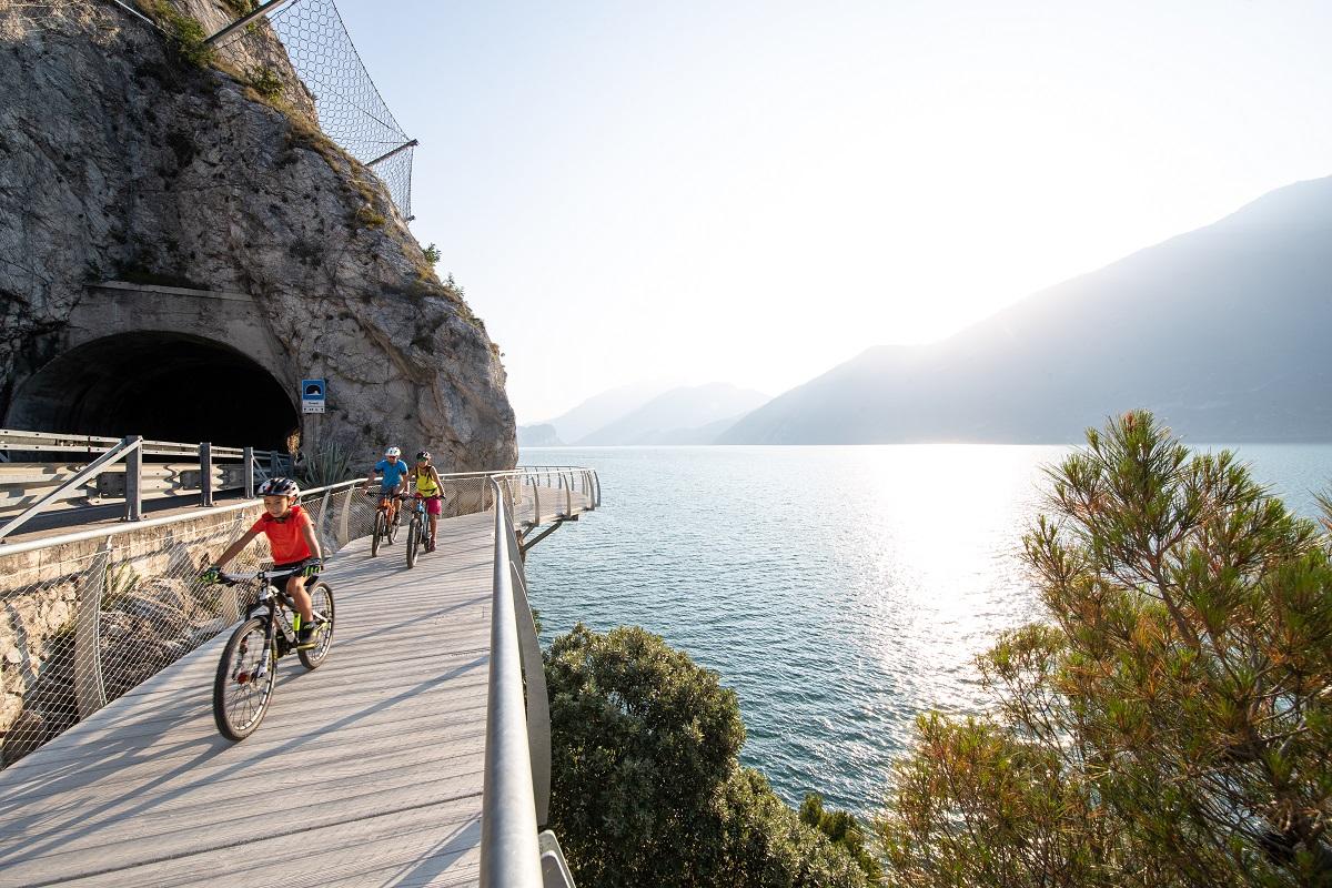 Ciclopedonale di Limone, lago di Garda