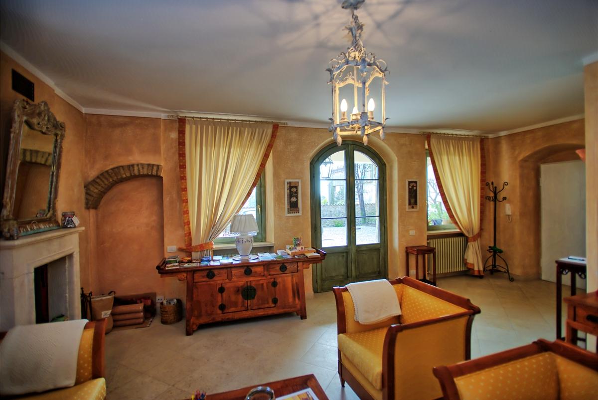 Hall, Garni del Gardoncino