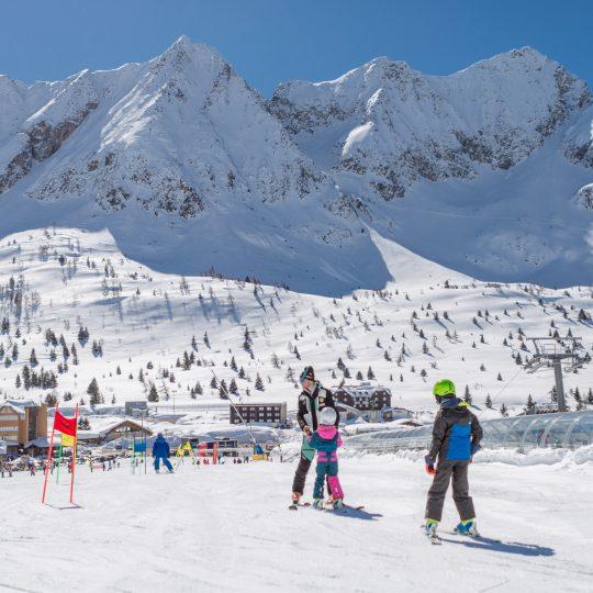 Montagna bresciana, sulla neve con i bimbi