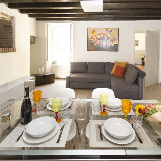Appartamento Nicchie - Casa Vacanze Iseo Portelle Holiday - tavola